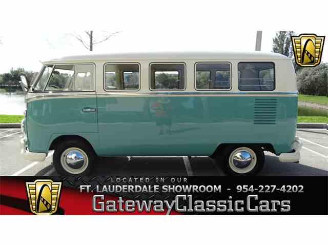 1967 Volkswagen Bus | 952461