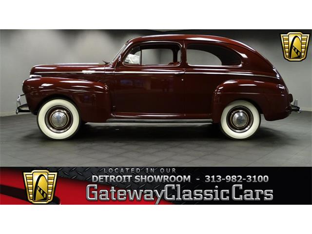 1941 Ford Deluxe   952486