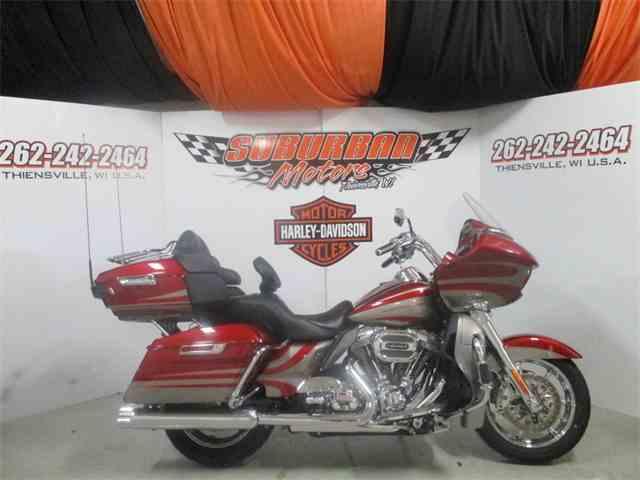 2016 Harley-Davidson® FLTRUSE - CVO™ Road Glide Ultra® | 953480