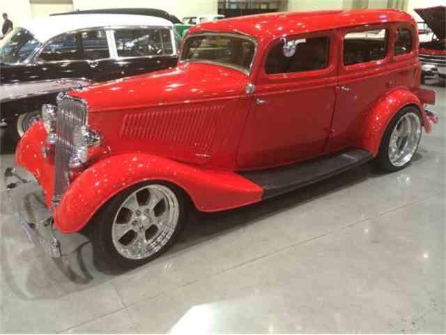 1934 Ford Deluxe Custom Sedan | 954654