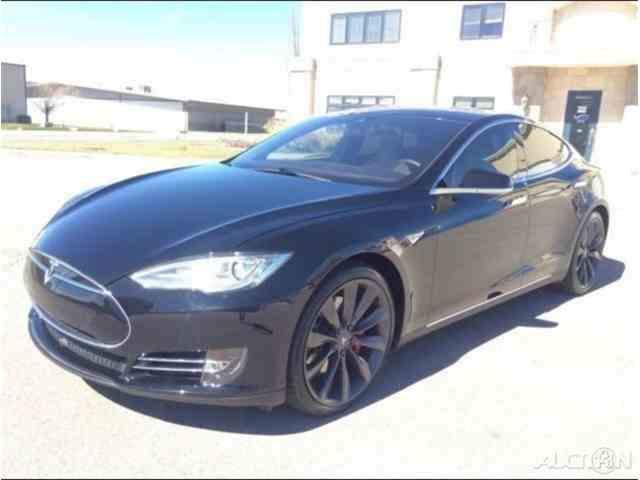 2015 Tesla Model S | 957132