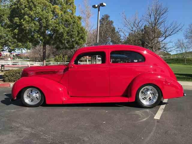 1939 Ford Sedan | 959656