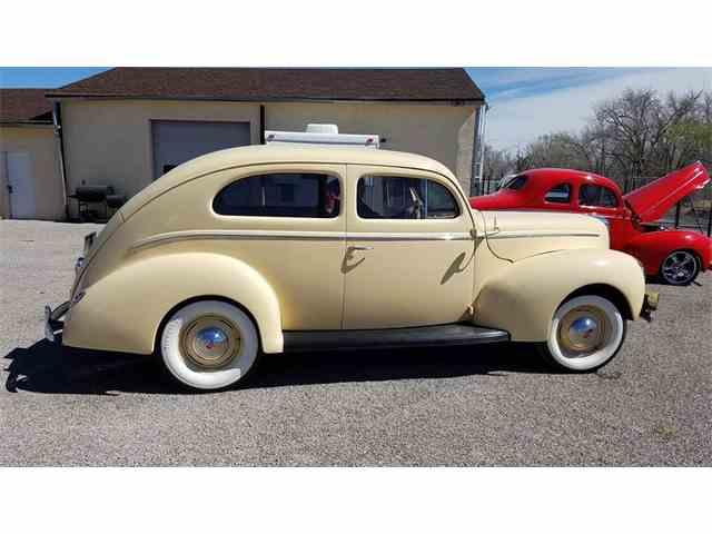 1940 Ford Sedan | 963670