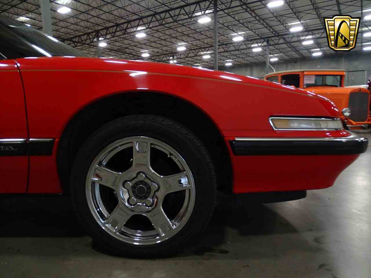 Large Picture of '90 Reatta located in DFW Airport Texas Offered by Gateway Classic Cars - Dallas - KOB1