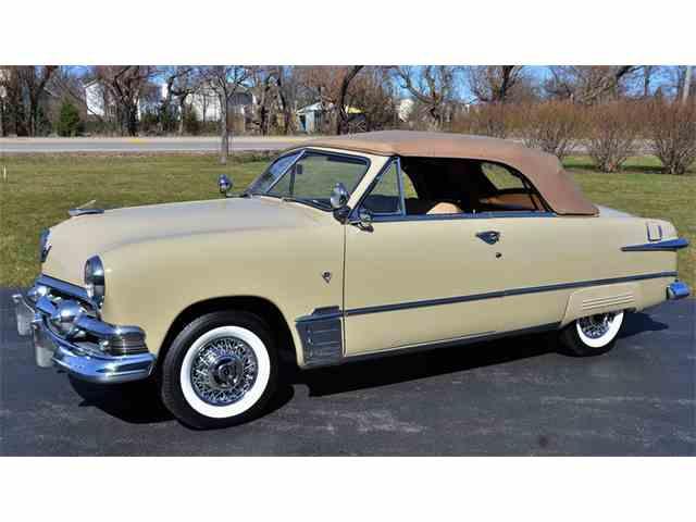 1951 Ford Custom Deluxe | 964659
