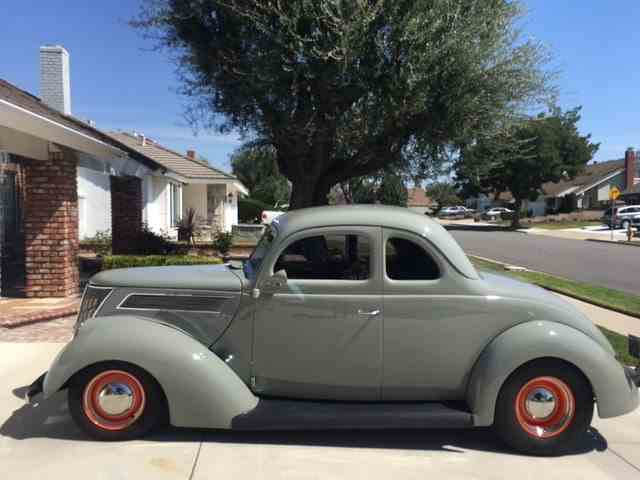 1937 Ford Coupe | 966811