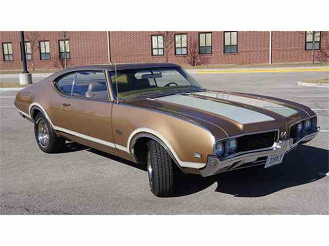 1969 Oldsmobile Cutlass 4-4-2 Holiday Coupe | 968454
