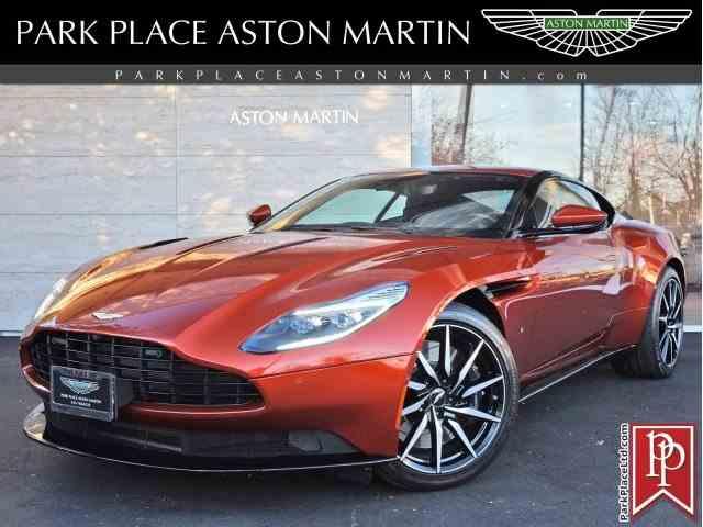 2017 Aston Martin DB11 | 971992