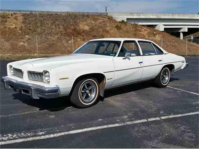 1975 Pontiac Grand Lemans   972468