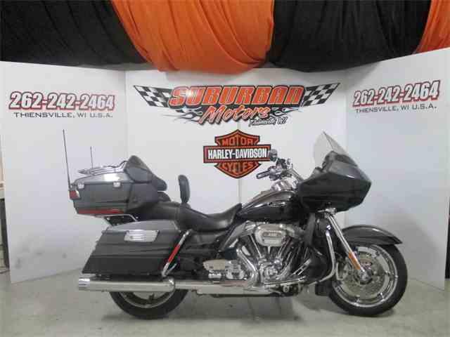 2011 Harley-Davidson® FLTRUSE - CVO™ Road Glide® Ultra | 972545
