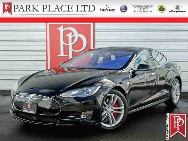 2015 Tesla Model S | 972935