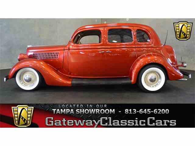 1935 Ford Sedan | 973574