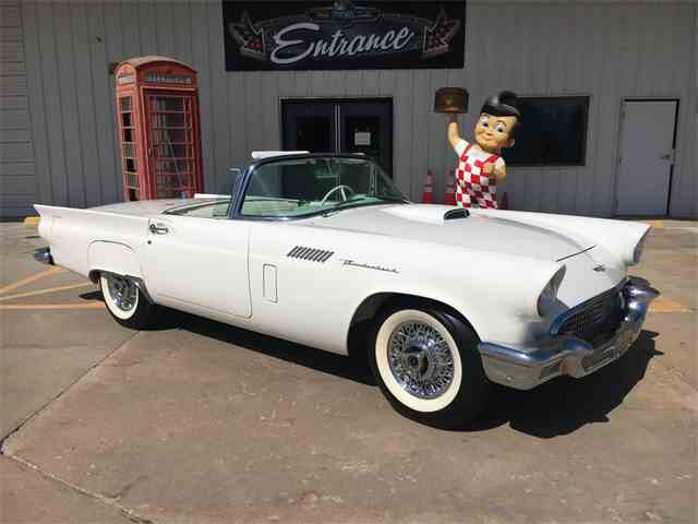 1957 Ford Thunderbird | 975375