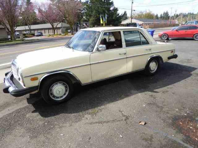 1976 Mercedes-Benz 240D | 975589