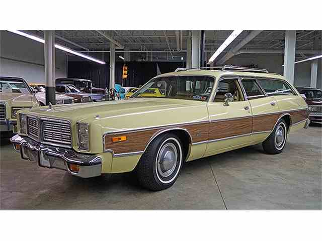 1977 Dodge Monaco Crestwood Four-Door Wagon | 975669