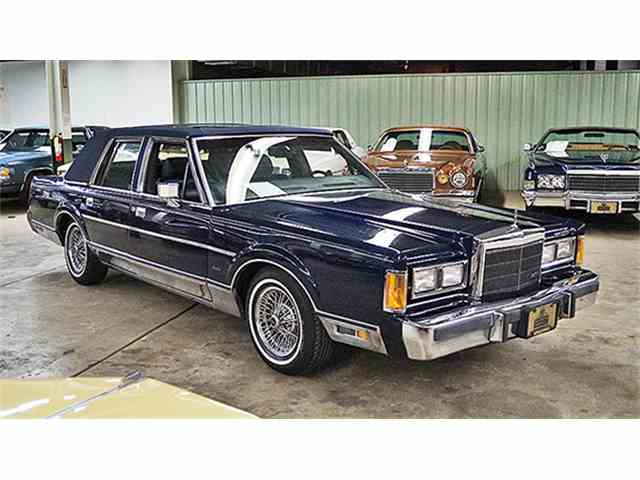 1989 Lincoln Four-Door Town Car Signature Edition | 975675