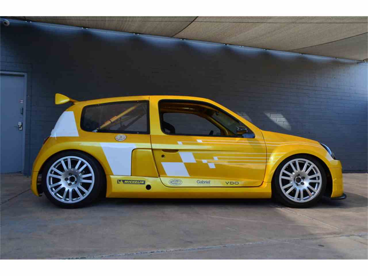 2003 renault clio v6 trophy for sale cc 970582. Black Bedroom Furniture Sets. Home Design Ideas