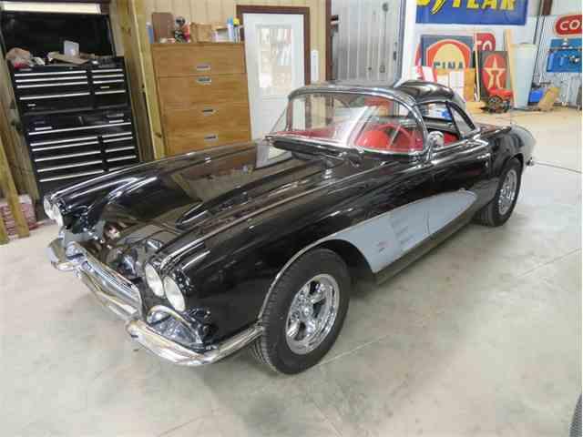 1961 Chevrolet Corvette | 975922