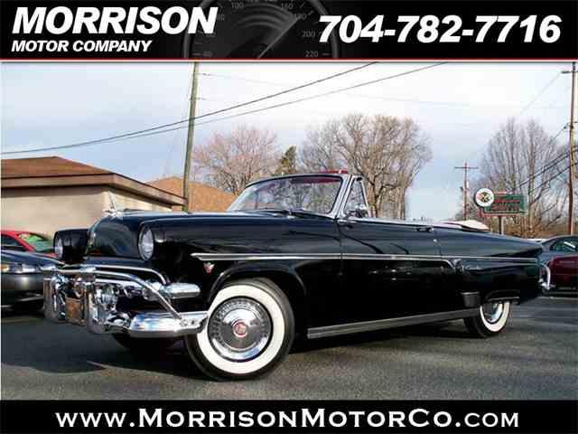 1954 Ford Crestliner   975936