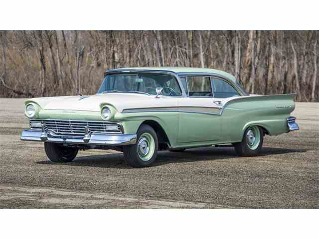 1957 Ford Fairlane 500 | 976308