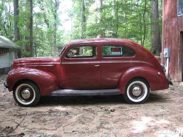 1939 Ford De Luxe 2-Door Sedan   970754