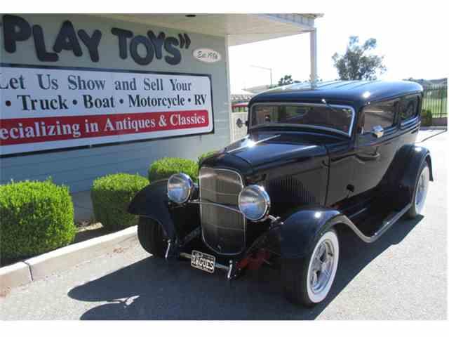 1932 Ford 2-Dr Sedan | 978657