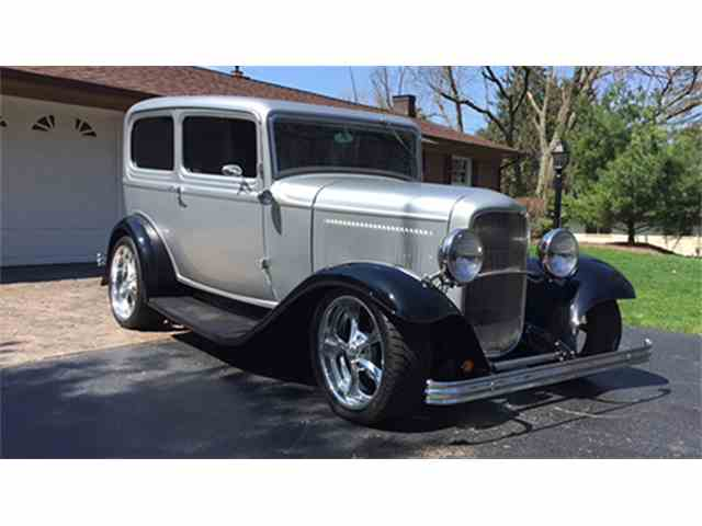 1932 Ford Tudor Street Rod Sedan | 978704