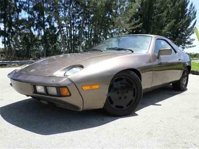 1983 Porsche 928 | 978750