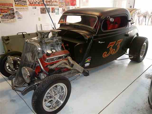 1933 Ford Highboy 3 window