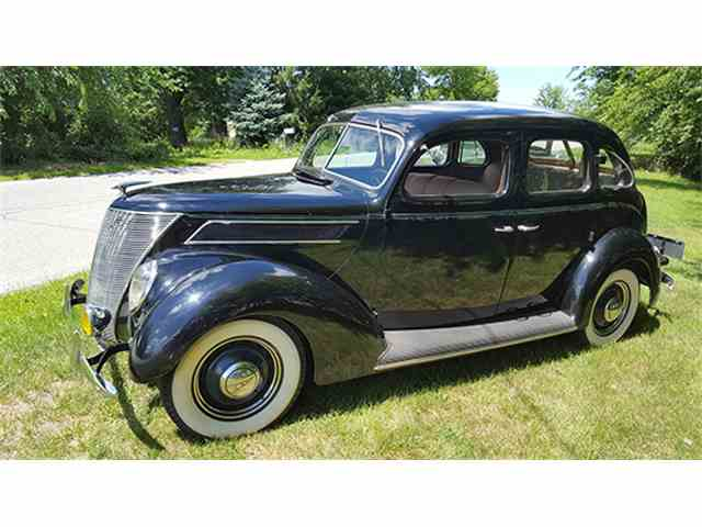 1937 Ford Deluxe | 979371