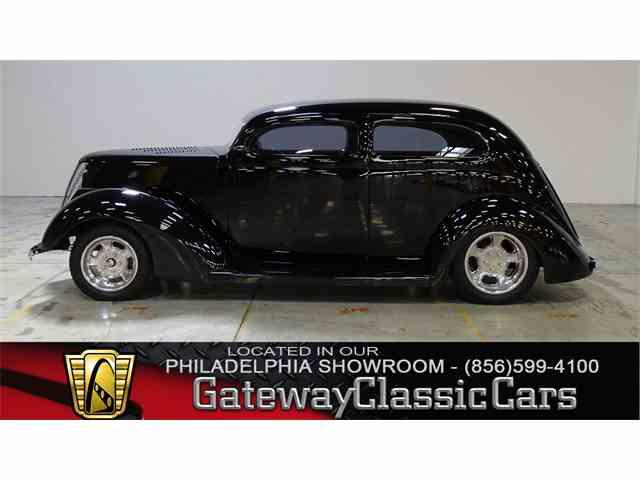 1937 Ford Sedan | 970966