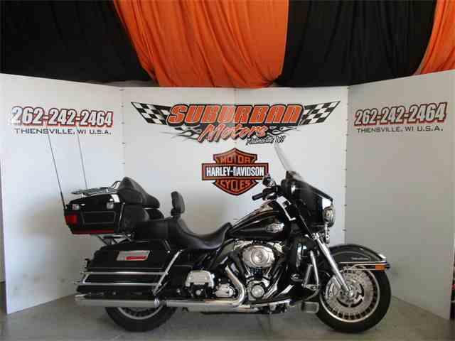 2010 Harley-Davidson® FLHTCU - Ultra Classic® Electra Glide | 982122