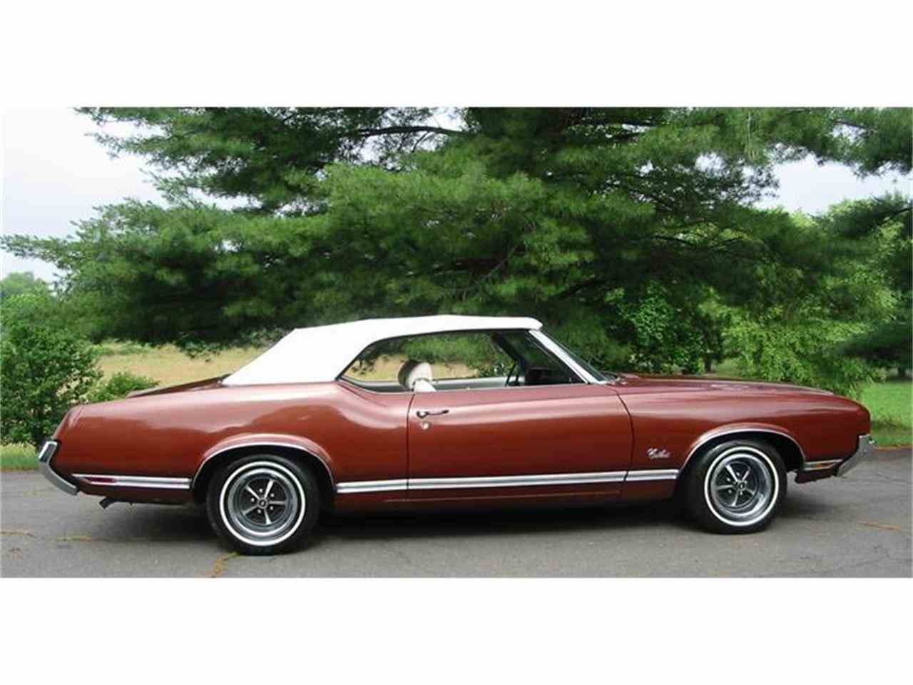 Large Picture of Classic 1971 Cutlass Supreme located in Harpers Ferry West Virginia Offered by Champion Pre-Owned Classics - L1WX