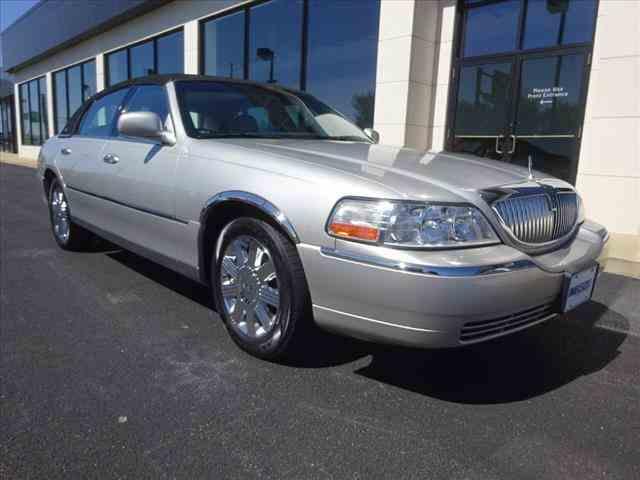 2005 Lincoln Town Car | 982350