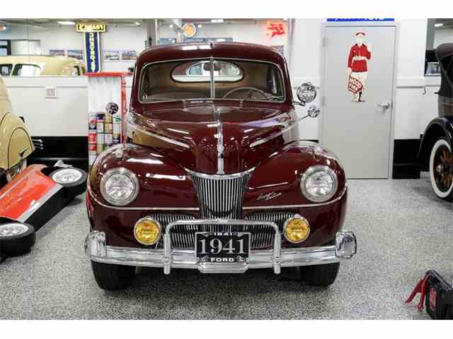 1941 Ford Deluxe | 982440