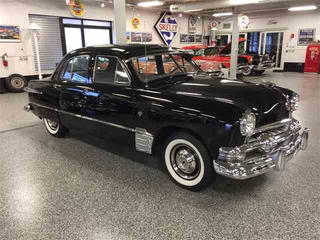 1951 Ford Super Deluxe | 982449