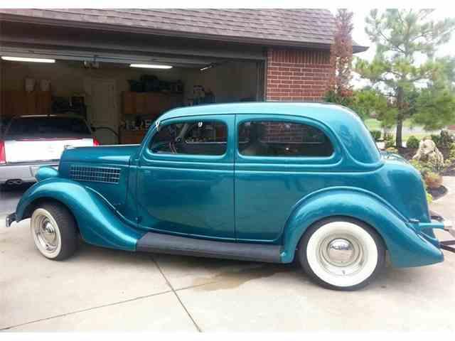 1935 Ford Custom | 982508