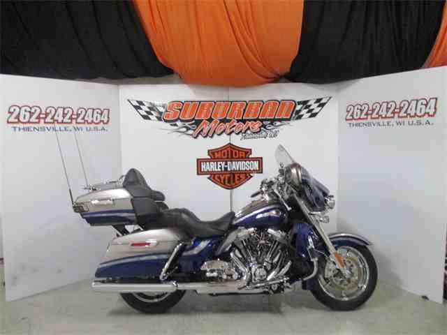 2016 Harley-Davidson® FLHTKSE - CVO™ Limited   980359