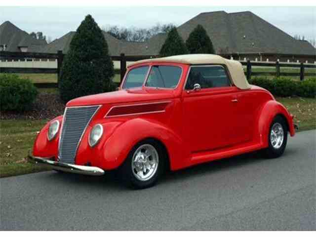 1937 Ford Cabriolet | 984556