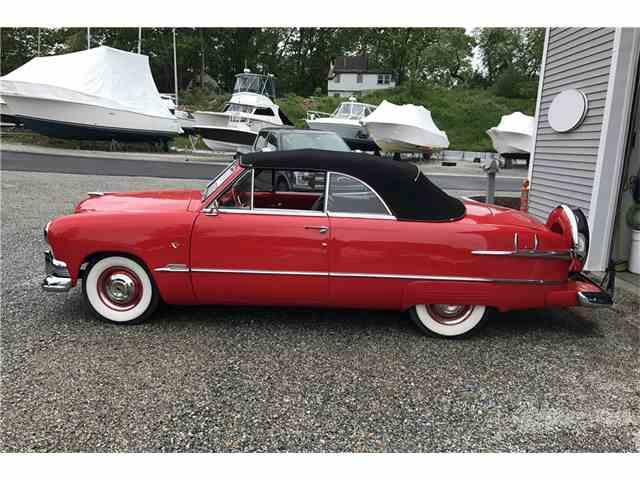 1951 Ford Custom Deluxe | 985790