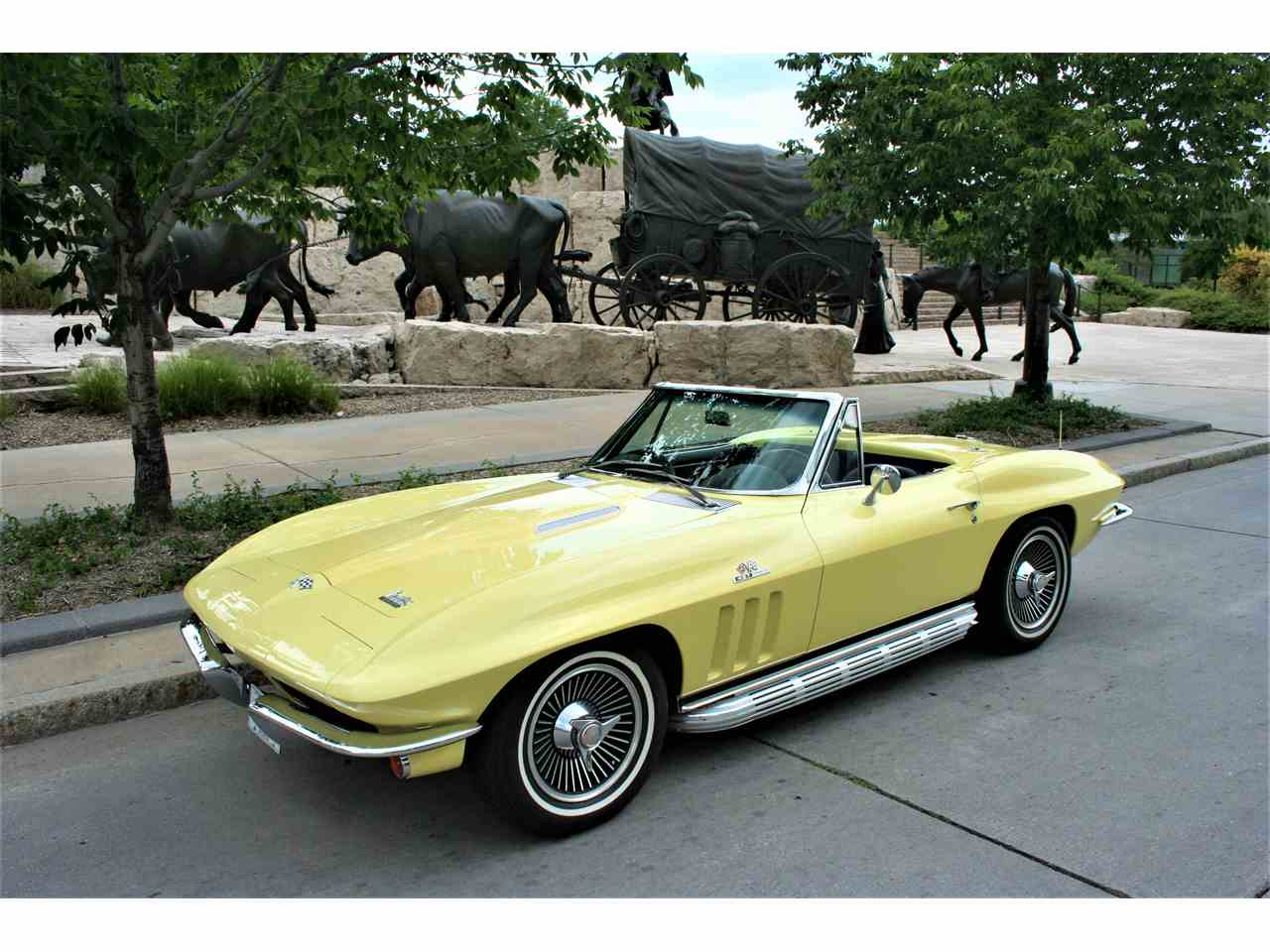 https://ccpublic.blob.core.windows.net/cc-temp/listing/98/6337/9188202-1966-chevrolet-corvette-std-c.jpg