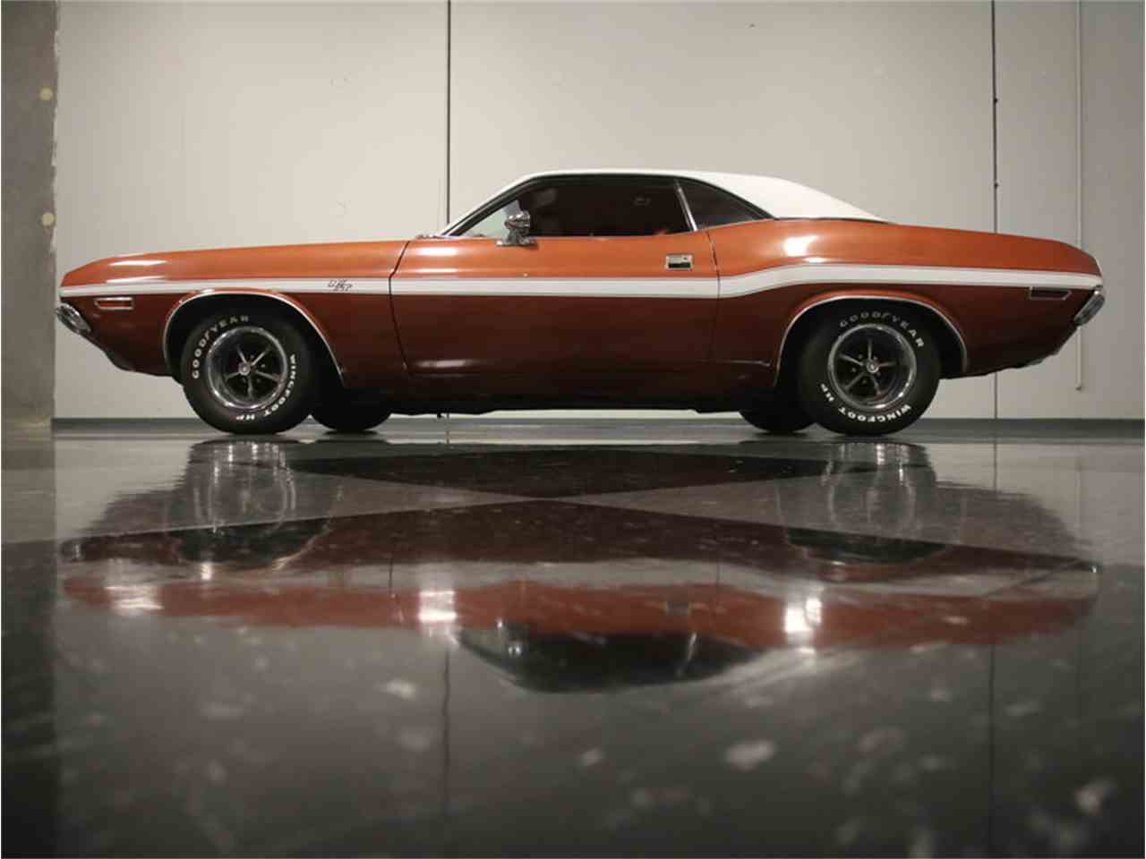 Large Picture of '70 Challenger R/T - L543