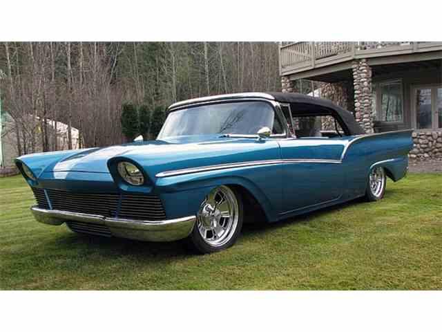 1957 Ford Custom Fairlane 500 | 986939