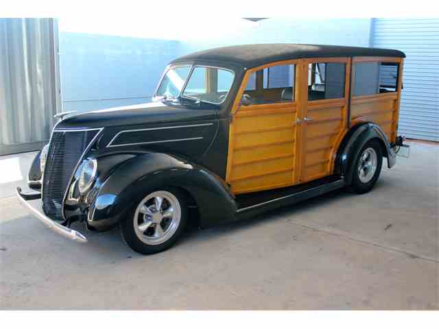 1937 Ford Deluxe   987231