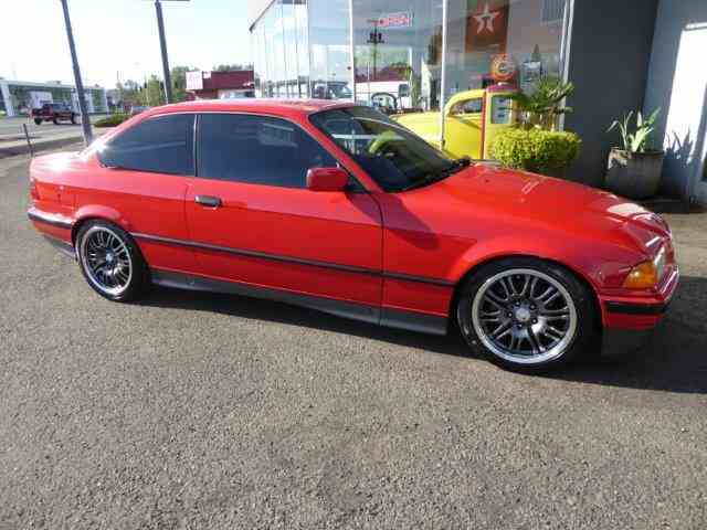 1992 BMW 325 is | 987440