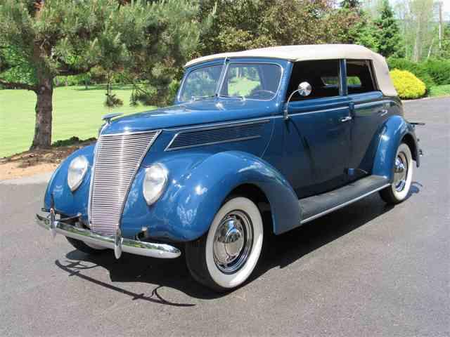 1937 Ford V8 Deluxe Convertible Sedan | 989356
