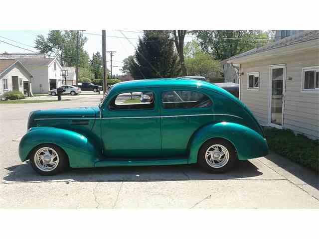 1939 Ford Sedan | 991256