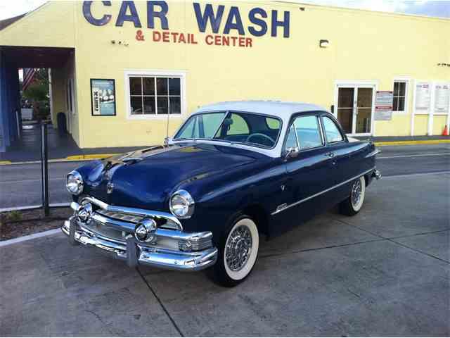 1951 Ford Custom Deluxe | 993908