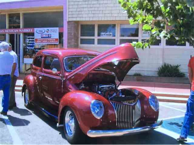 1939 Ford Deluxe   995337