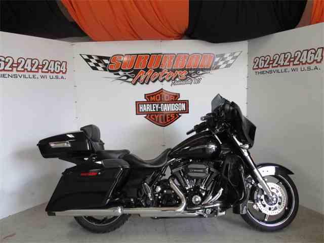 2016 Harley-Davidson® FLHXSE - CVO™ Street Glide® | 995463